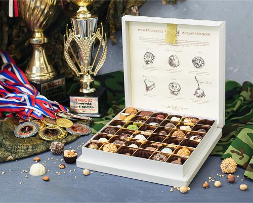 Тематический набор конфет ручной работы Футляр на 23 февраля