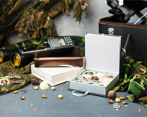 Подарочный набор конфет ручной работы Книга на 23 февраля