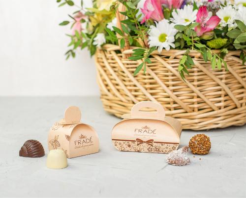 Подарочный комплимент с конфетами ручной работы